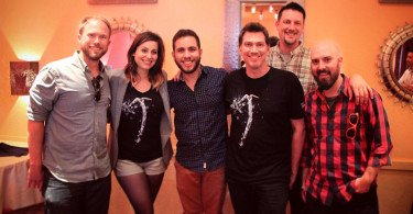 Equipe da Crystal Dynamics e embaixador brasileiro Henrique Rodrigues (Lara Croft BR)