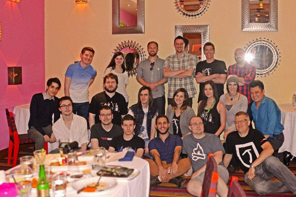 Todos os embaixadores de Tomb Raider reunidos com a equipe da Crystal Dynamics no 'jantar de negócios'